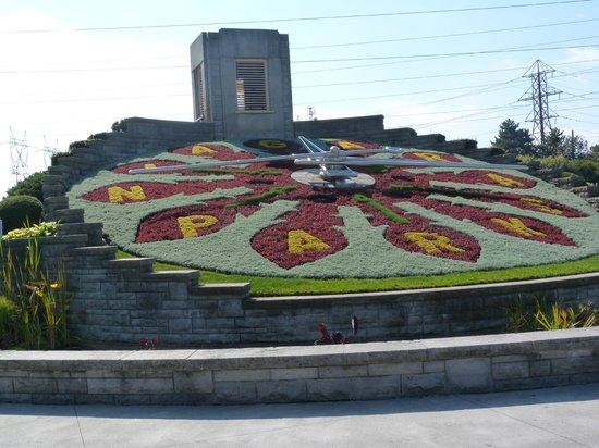 Niagara Day Tour: Floral Clock