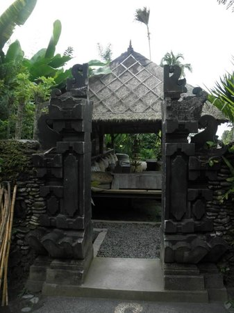 Sharing Bali: view to the bale