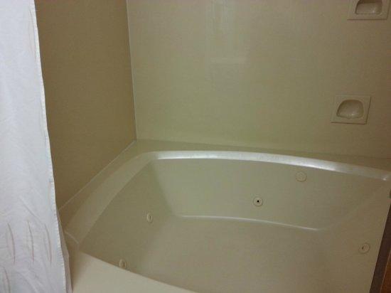 Comfort Suites: Tub