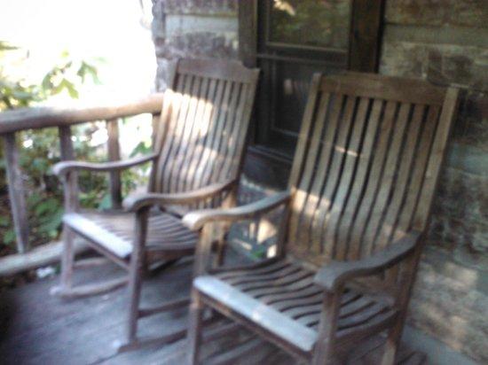 Pilot Knob Inn : Front Porch