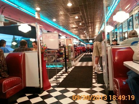 Troy's 105 Diner : Inside