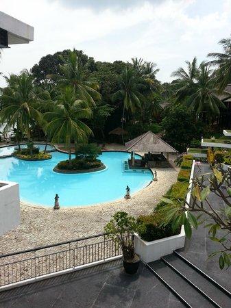 ตูริ บีช รีสอร์ท: 2nd swimming pool with poolside bar