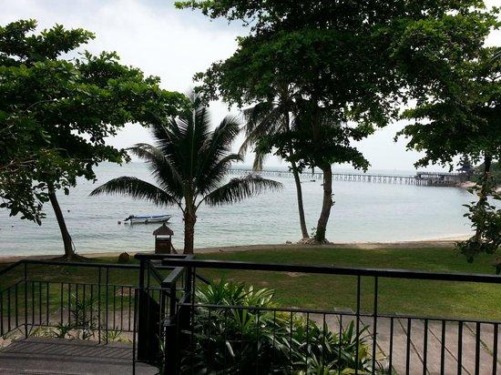 ตูริ บีช รีสอร์ท: View of beach from verandah