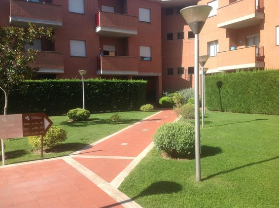 Best Western Hotel I Triangoli: Viale ingresso al Residence
