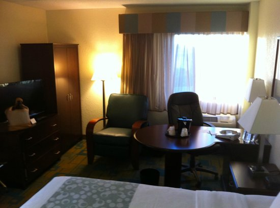 La Quinta Inn & Suites Boston Somerville: desk with a view (first room)