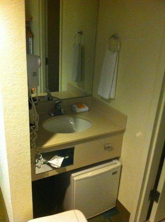 La Quinta Inn & Suites Boston Somerville: bathroom