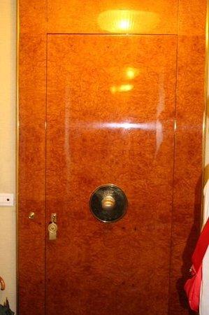 Hotel Lord Byron: beautiful bedroom door