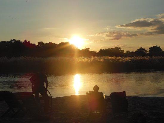 Hotel Seven Star: riverside sunset, a 5 minute stroll away