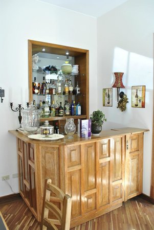 Casa Joaquin Boutique Hotel: Mini bar acojedor