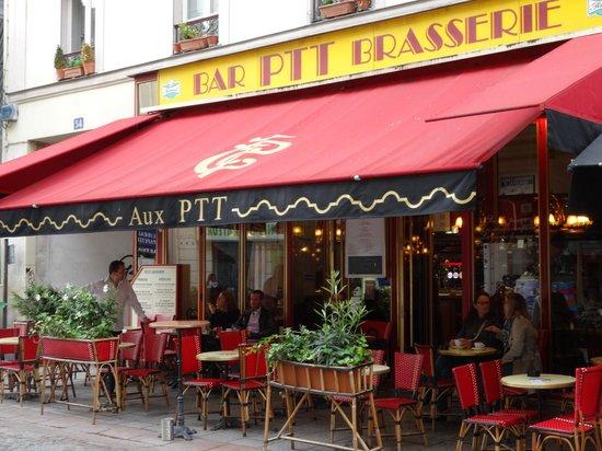 Hotel Eiffel Turenne: PTT Brasserie - on Rue Cler good breakfast