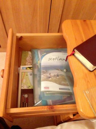 The Gables Bed & Breakfast: Annette and Bob are so thoughtful! Every Scotland guidebook imaginable was in this drawer.