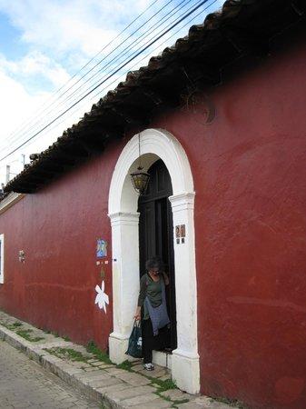 Sol y Luna Bed & Breakfast: Classic street facade