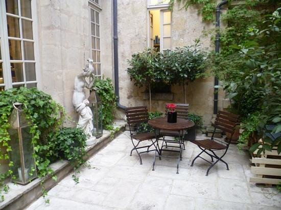 Hotel d'Aubusson: Courtyard