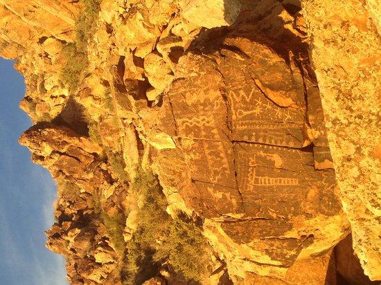 Parowan Gap Petroglyphs: Petroglyphs at Parowan Gap