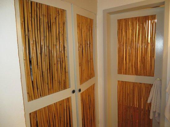 Bahia Hotel & Beach House: Closet and Bathroom Door