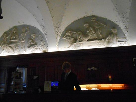 Ascot Hotel: Lobby