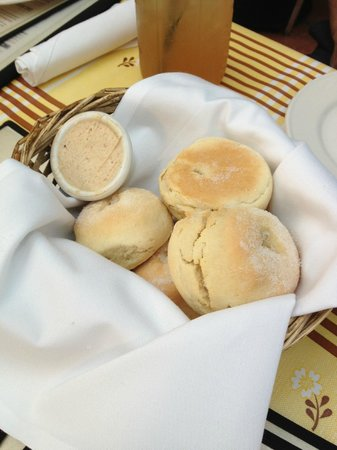 Lucille's Smokehouse BBQ: Biscuits with sugar