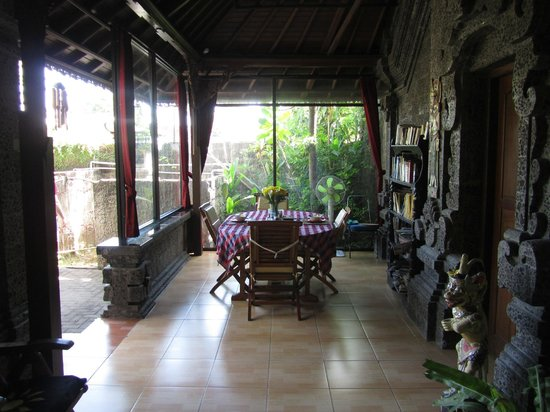 Aahh Bali Bed & Breakfast: Our breakfast table (just outside Room A)
