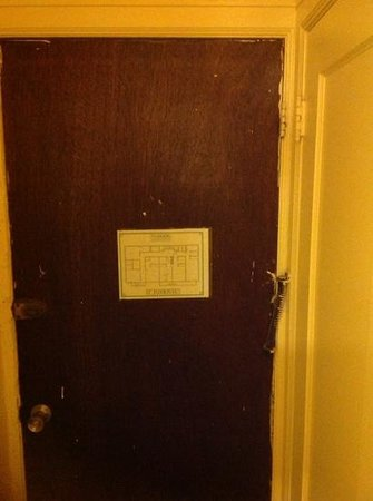 Taylor Hotel: internal door in the room