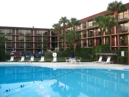 Days Inn Orlando Convention Center/International Drive: Large pool and patio