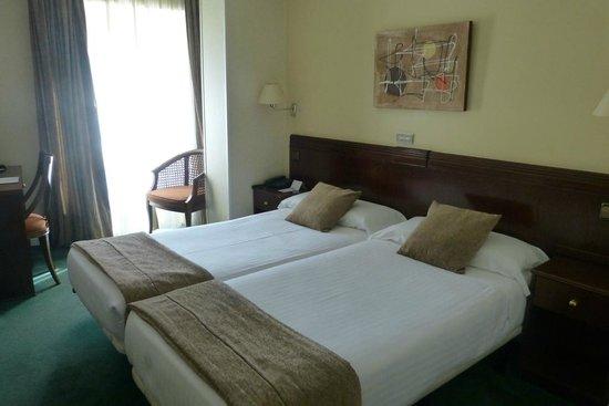 Hotel San Carlos: Big spacious rooms wtih comfy beds