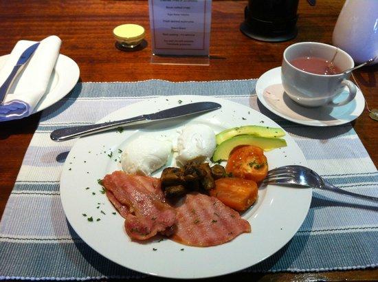 أفوكادو صن ست بد آند بريكفاست: Freshly made breakfast by R&C!