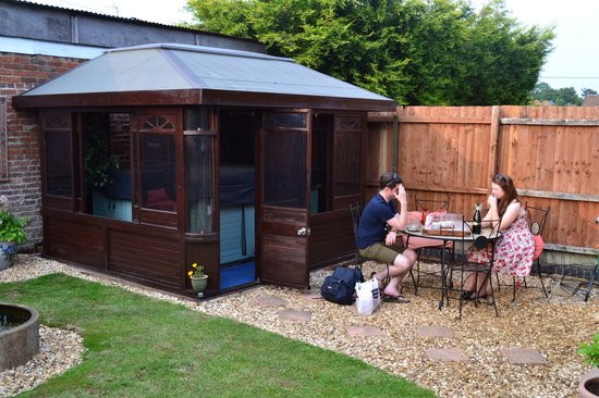 Little Lodge: BBQ / outdoor dining area