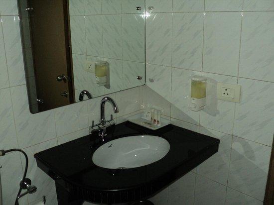Hotel Atithi : Clean Washroom