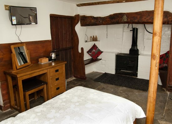 Inn The Square: Original features in our twin room.