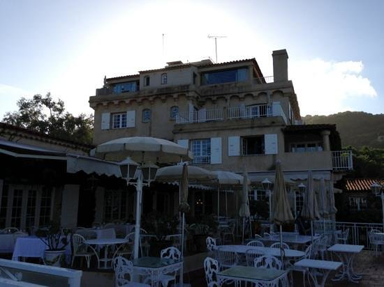 Hotel Le Maquis : beach and main building