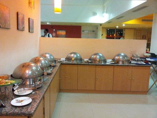 Ginger Hotel Guwahati: Buffet Dinner