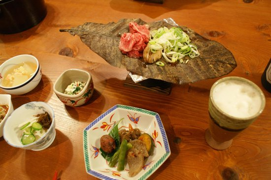 Yamamoyado Hiokio: Traditional hoba (tree-leaf) yaki dish cooked on table