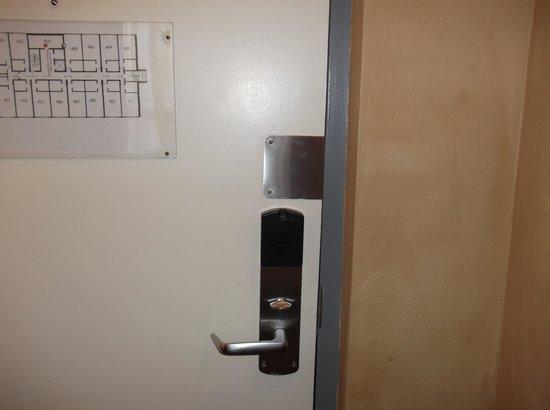 Quality Hotel & Conference Centre : Porte d'entrée intérieure.Aucune sécurité