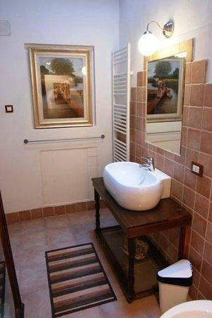 Antiche Dimore Vescovado: bathroom Caminetto Suite