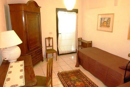 B&B Countryhouse Suites & Apt. Vescovado: Apt. Glicine Twin Bedroom