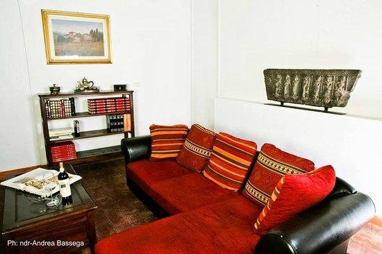 B&B Countryhouse Suites & Apt. Vescovado: Suite Caminetto Living