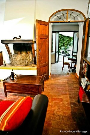 B&B Countryhouse Suites & Apt. Vescovado: Suite Caminetto/ Living