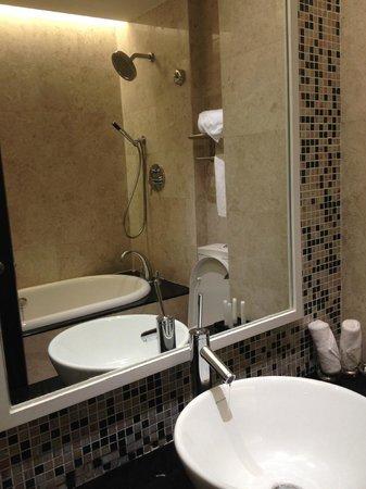 Bath room picture of hotel perdana kota bharu for J bathroom kota bharu