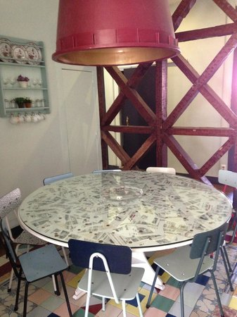 Goodmorning Hostel: Dining Table