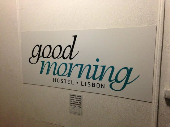 Goodmorning Hostel: Entrance that says...Bon Dia!