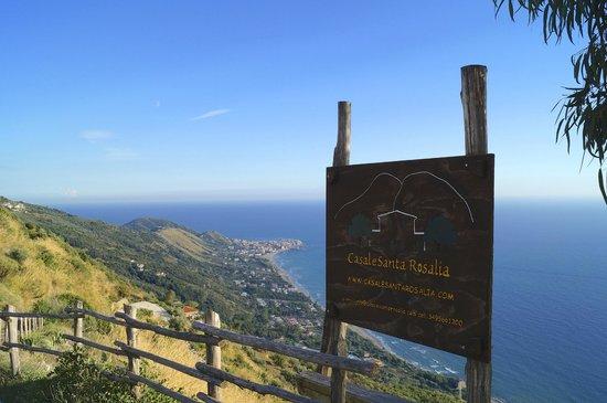 Casale Santa Rosalia: Hinweisschild an der steilen Zufahrtsrampe zum Casale