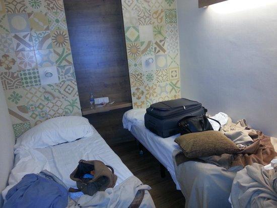 Hostal Mare Nostrum: Platzverhältnis im Zimmer