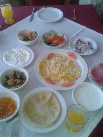 Al Rashid Hotel: breakfast :P