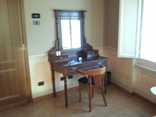 Hotel San Luca: scrivania