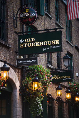 The Old Storehouse Bar & Restaurant