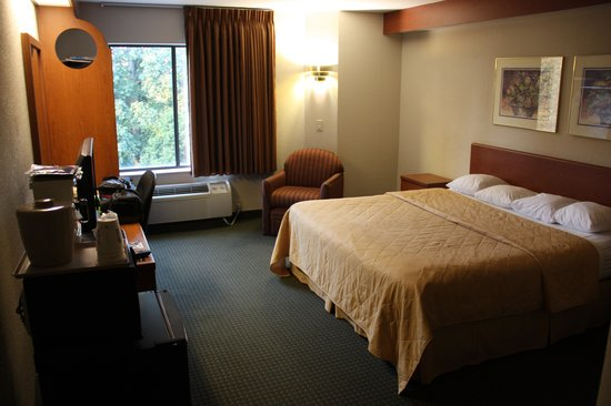 Huntersville Inn & Suites: Nice rooms