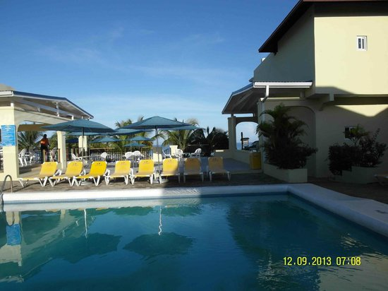 SuperClubs Rooms on the Beach Negril: Вид на бассейн