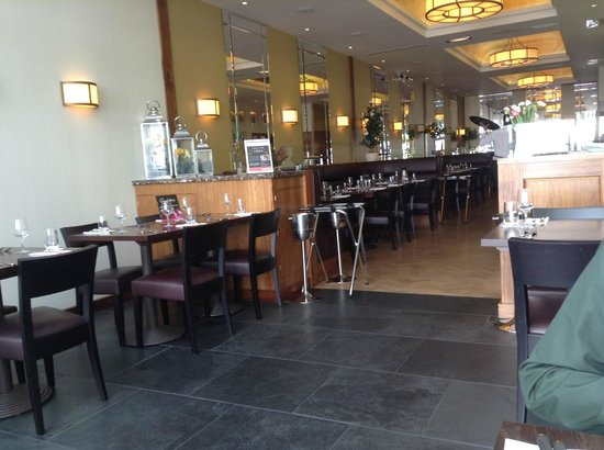 Entrecote Cafe de Paris: looking in to the front of house