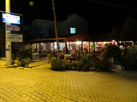 Akay Pension : lot of people means good food...