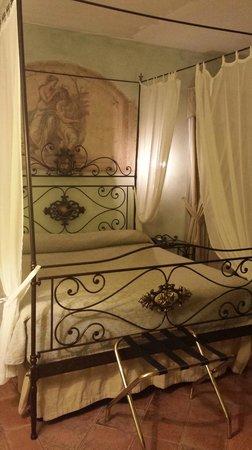 Castello della Castelluccia: letto camera 105